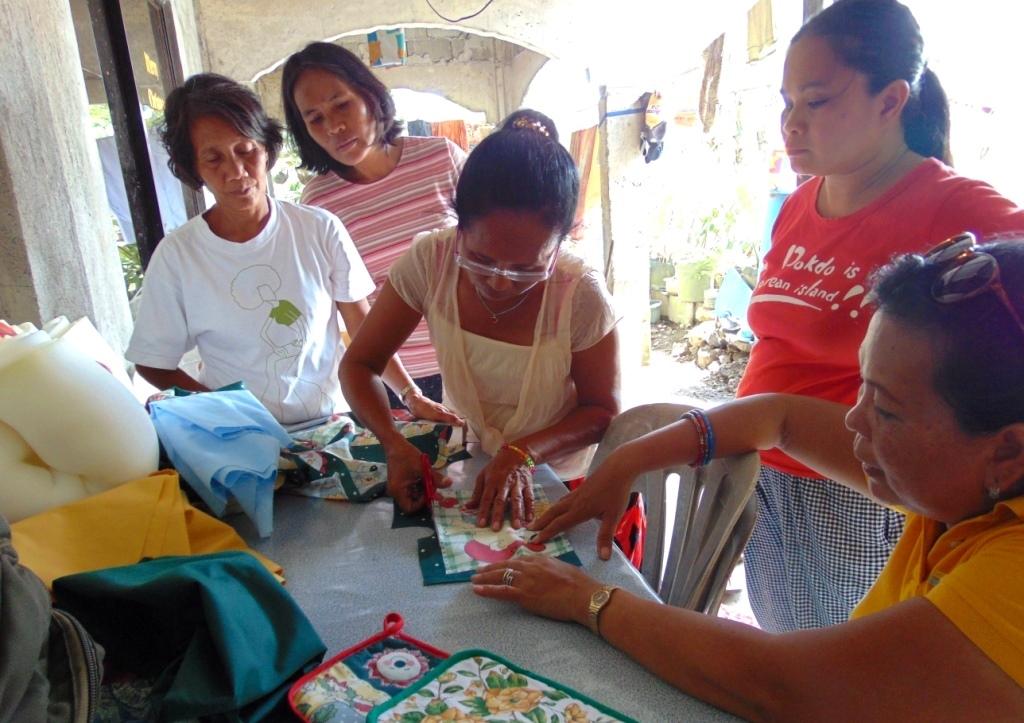pot-holder-project-in-Arac_cameleon-association-philippines-france-aide-aides-aux-jeunes-filles-victimes-dagressions-sexuelles-violees-metoo-me-too-moi-aussi