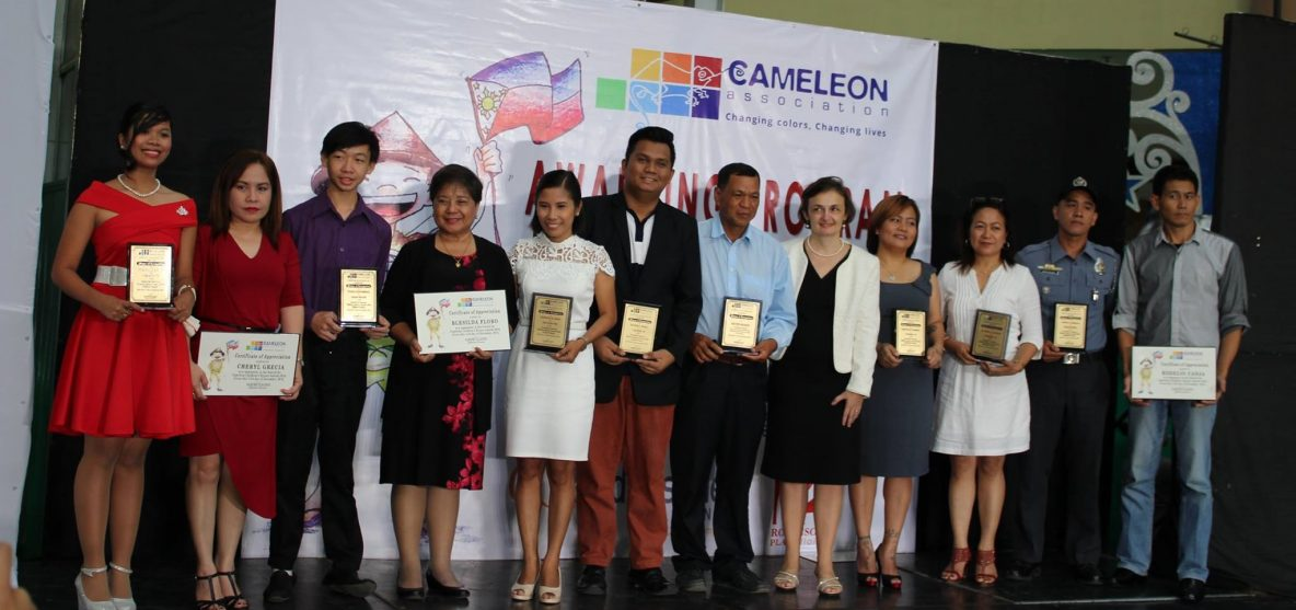 prix-childrens-awards-heroes-cameleon-association-philippines-france-aide-aides-aux-jeunes-filles-victimes-dagressions-sexuelles-violees-metoo-me-too-moi-aussi-1184x557