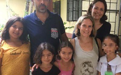 Une famille française rend visite à sa filleule aux Philippines